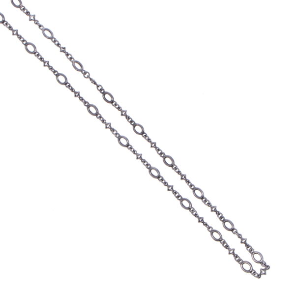 Closeup photo of Polished Oval & Tiny Star Link Chain