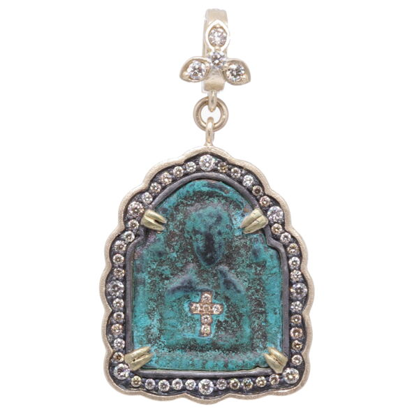 Closeup photo of 15th Century Pendant Icon of Jesus