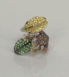Closeup photo of 14K White Gold 2.70tcw Multi Color Sapphire & Diamond Frog on a Leaf Ring