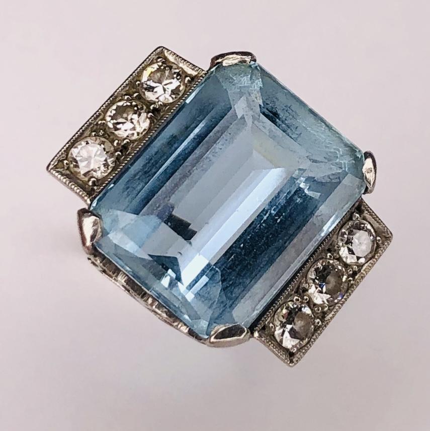 Platinum 1950's 15ct Aquamarine Ring with .60tcw diamonds 9.1g s7