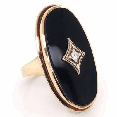 Closeup photo of 10K Yellow Gold Victorian Oval Onyx Ring .04tcw Diamond 6.4g, s5.25