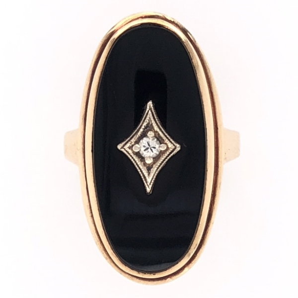 Closeup photo of 10K Yellow Gold Victorian Oval Onyx Ring .04tcw Diamond 6.4g, s5.25