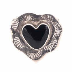 """Closeup photo of 925 Sterling Vintage Native Heart Shaped Onyx Ring 8.0g, s8, .75"""" Wide"""