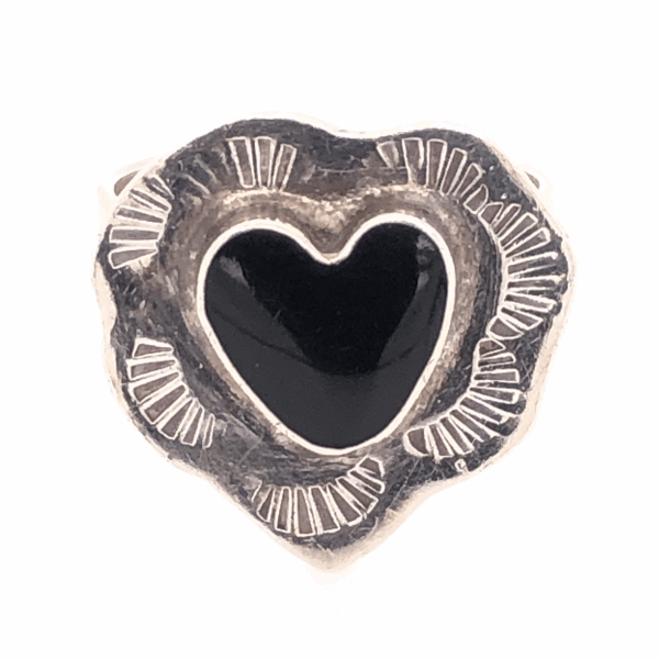 "Closeup photo of 925 Sterling Vintage Native Heart Shaped Onyx Ring 8.0g, s8, .75"" Wide"