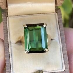Closeup photo of 18K Yellow Gold 14ct Green Tourmaline Ring c1960's, 9.3g, s5.75