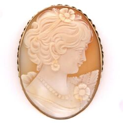 Closeup photo of 14K Yellow Gold Victorian Shell Cameo Brooch/Pendant