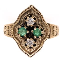 Closeup photo of 14K Yellow Gold Victorian .16tcw Diamonds & .21tcw Emerald Engraved Ring 5.1g, s7.75
