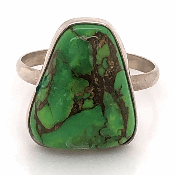 Closeup photo of 925 Sterling Old Pawn Native Green Turquoise Ring 2.7g, s6.5