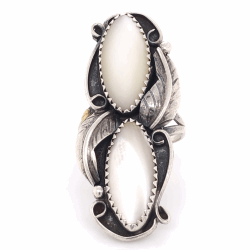 Closeup photo of 925 Sterling Old Pawn Native 2 Oval Mother of Pearl Ring 6.6g,