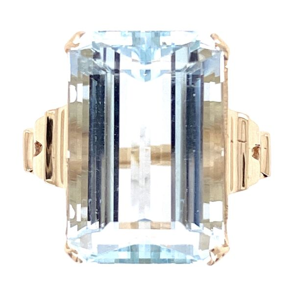 Closeup photo of 10K Yellow Gold Victorian 10.41ct Emerald Cut Aquamarine Ring, 5.95g, s6