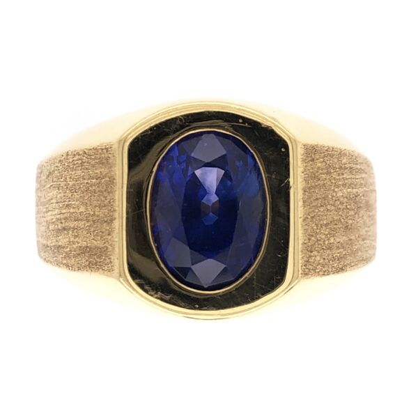 Closeup photo of 18K Yellow Gold Mens 2.75ct Oval Sapphire Ring, Brushed and Polished 14.1g, s8.5
