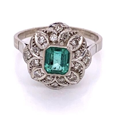 Closeup photo of 12K White Gold Art Deco .75ct Emerald & .24tcw Diamond Ring 4.4g, s8