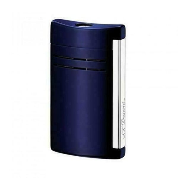 Closeup photo of S.T. Dupont Maxijet Lighter Lacquer Midnight Blue