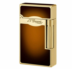 "Closeup photo of S. T. Dupont ""Le Grand"" with combi flame Chinese lacquer brown # 23012"