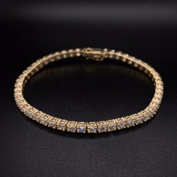 Closeup photo of 14K YG Straight Line Diamond Tennis Bracelet 7.04tcw, 7""