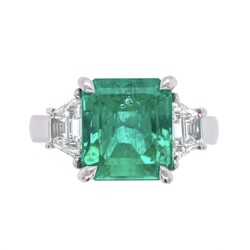 Closeup photo of Platinum 3.55ct Emerald & 2 Trapezoid Diamonds .66tcw Ring, s6.5