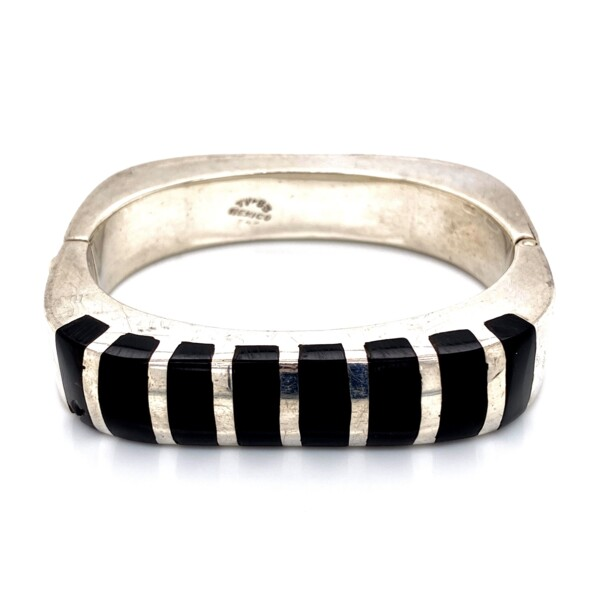 Closeup photo of 925 Sterling Openable Bangle with Onyx 61.9g