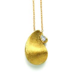Closeup photo of Transformista Necklace