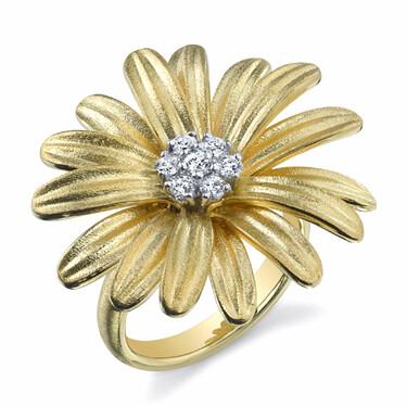 Closeup photo of Daisy Ring With Diamond Center