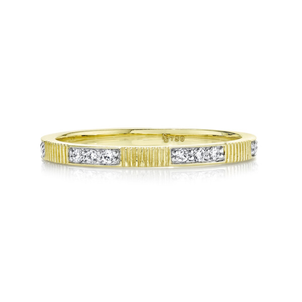 Closeup photo of 1.5mm Diamond And Strie Band
