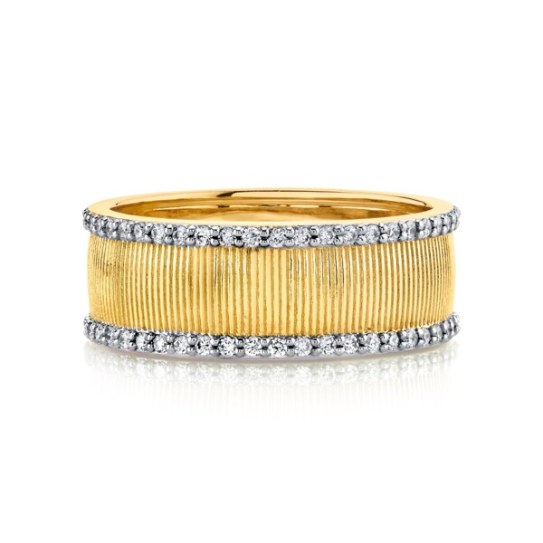 Closeup photo of Strie Band With Diamonds