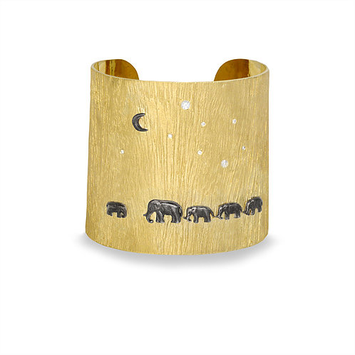Closeup photo of 14K Tsavo Nights Mid Cuff
