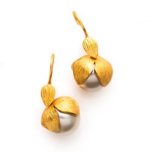 Penelope Pearl Earring