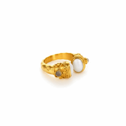 Closeup photo of Savannah Ring