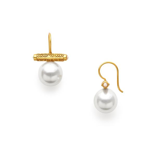 Closeup photo of Medici Earring