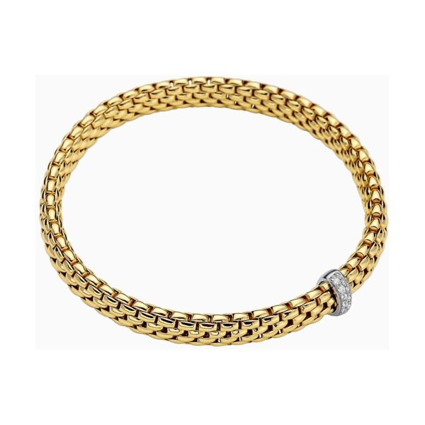 Closeup photo of 18k Gold Flex'it Bracelet with Diamonds 560BBR
