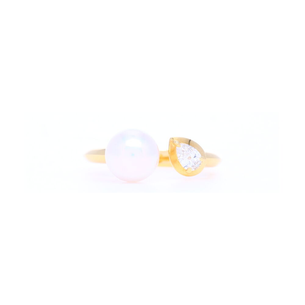 7.5mm Diamond and Pearl Split Front Ring in 18k Yellow gold