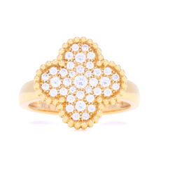 Closeup photo of 18K Yellow Gold Clover Motif Ring