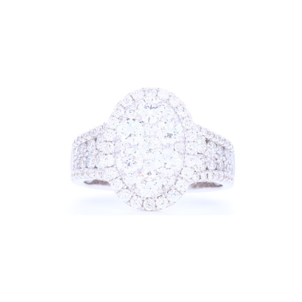 Closeup photo of Round Diamond Facets Ring