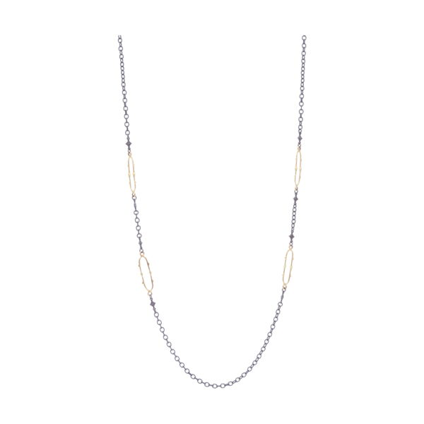 Closeup photo of Metal link Chain Necklace