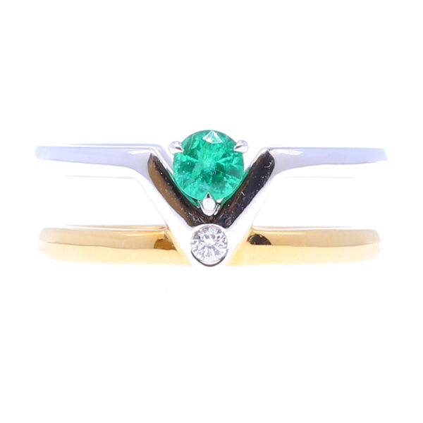 Closeup photo of Emerald double band v ring