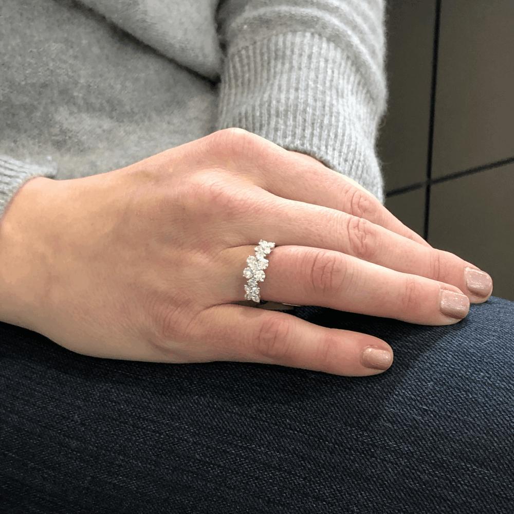 Image 2 for 18k White Gold 3 Flower Pattern Diamond Ring