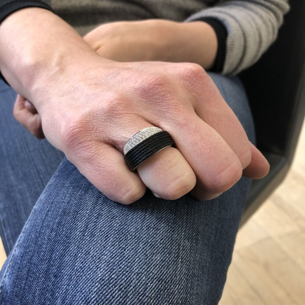 Noir Peekaboo Ring