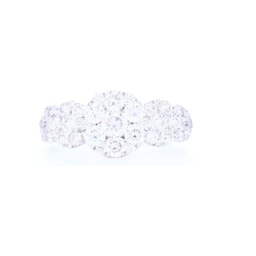 18k White Gold Circle Cluster Diamond Ring