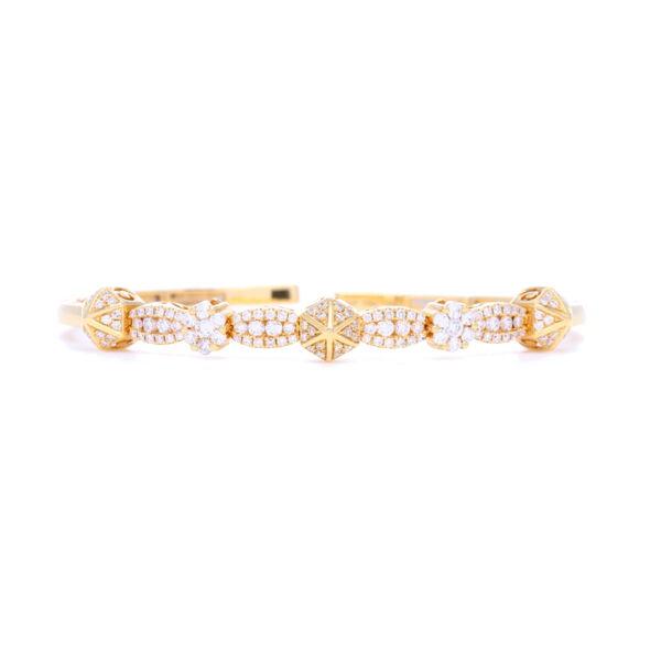 Closeup photo of 18k Diamond Pyramid Flexible Bracelet