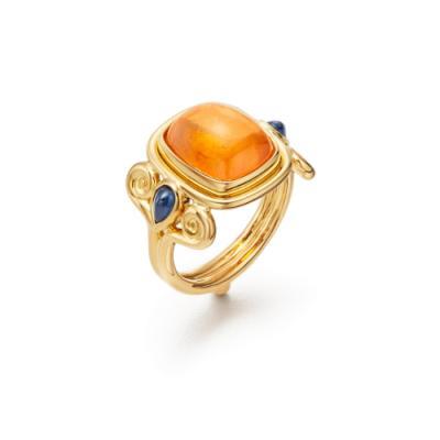Closeup photo of 18K Classic Arabesque Ring