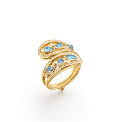 Closeup photo of 18K Arabesque Mummy Ring