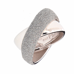 Closeup photo of Small Crossover Ring Rhodium Light Gray Polvere