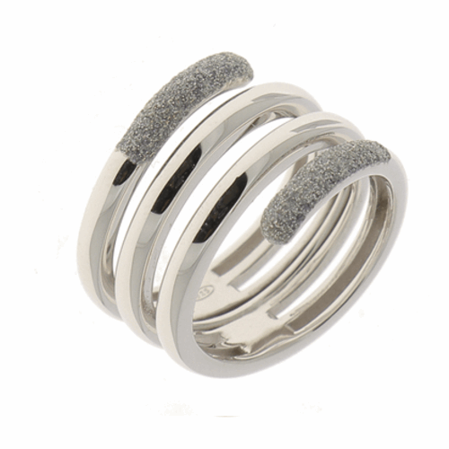 Closeup photo of Polvere Incontri Large Wrap Ring Rhodium Light Gray Polvere