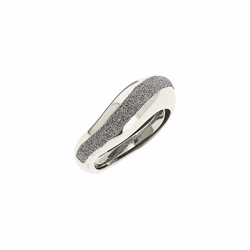 Closeup photo of Wide Diamanti Ring 18k White Gold Storm Grey Diamond Dust
