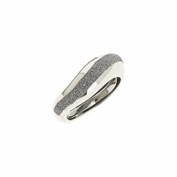 Closeup photo of Wide Diamanti Ring
